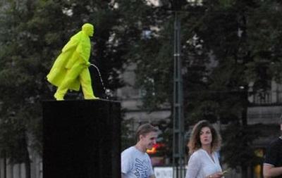 В Польше установили памятник писающему Ленину