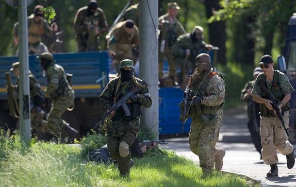 В Лисичанск прибыли две сотни вооруженных людей