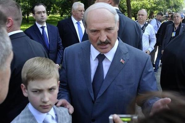 Лукашенко призвал уничтожать боевиков, которые воюют против украинцев