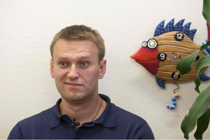 Оппозиционера Алексея Навального обыскали в 4 утра