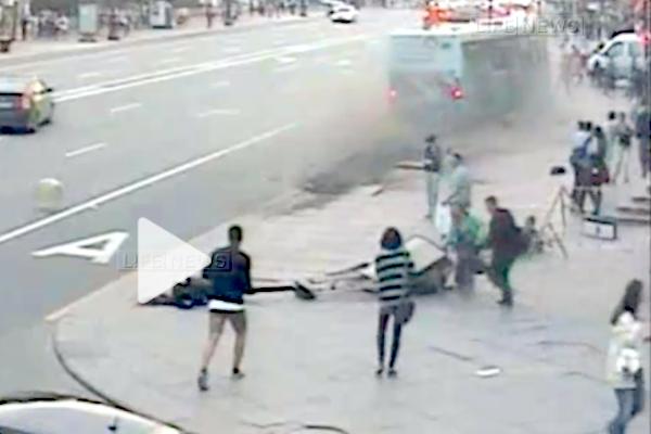 Опубликовано видео наезда автобуса на пешеходов в Санкт-Петербурге