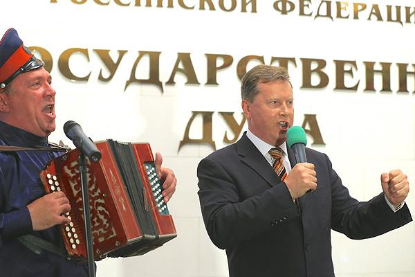 В Госдуме состоялся митинг-концерт, на котором Олег Нилов исполнил казачью песню