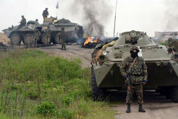 Ополченцы ДНР напали на армейскую колонну, направлявшуюся в район Славянска: 1 военный убит, 13 ранены