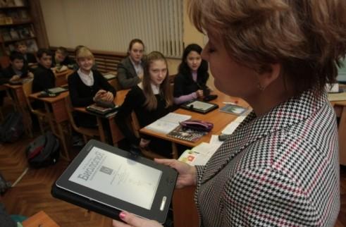 Российским учителям выдадут отечественные планшеты