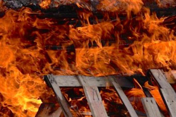 В Белгороде полицейские спасли мужчину из пожара