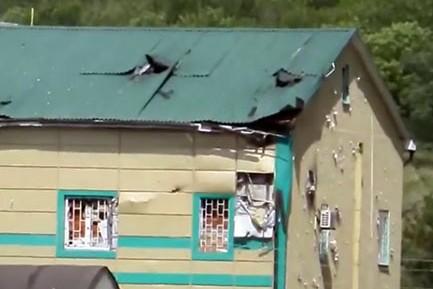 Появилось фото пропускного пункта в Луганске, обстрелянного ополченцами
