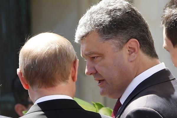 Путин и Порошенко говорили по телефону о прекращении огня