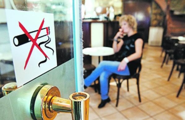 Рестораны потеряли 15-20% прибыли с введением запрета на курение в заведениях