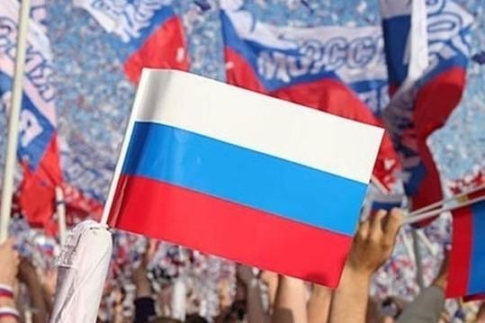 Две трети россиян считают, что РФ должна поддерживать ополченцев Украины