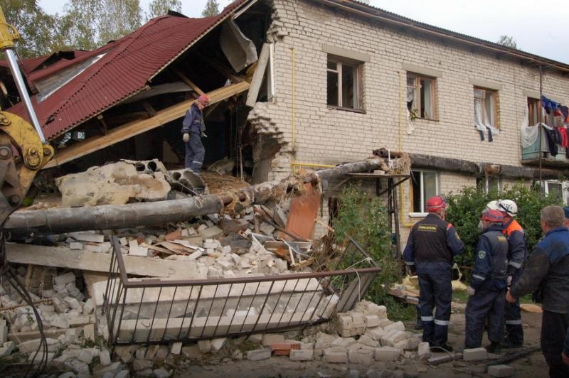В городе Торезе (Донбасс) неизвестные взорвали здание СБУ