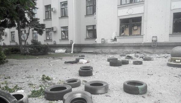 В результате взрыва в Луганской ОГА погибли люди