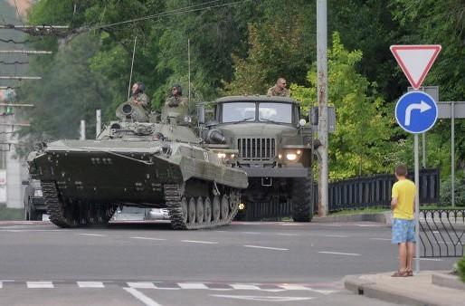 Силовики продолжают стягивать войска к Донецку
