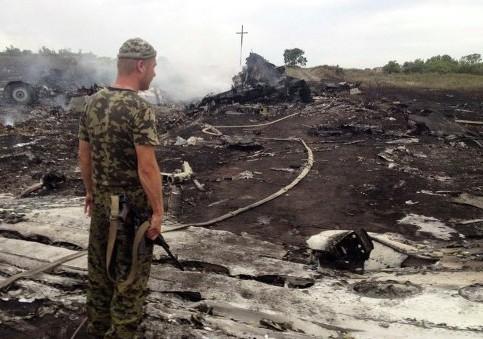 На месте падения самолета на Украине обнаружено уже больше 100 тел