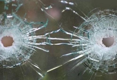 Неизвестные расстреляли микроавтобус в Донецке