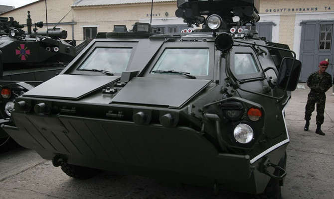 В Донбассе раненых вывозят забракованными Ираком БТРами