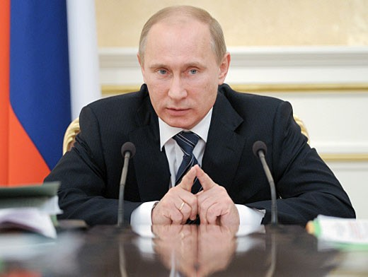 Путин может подарить свой костюм любому