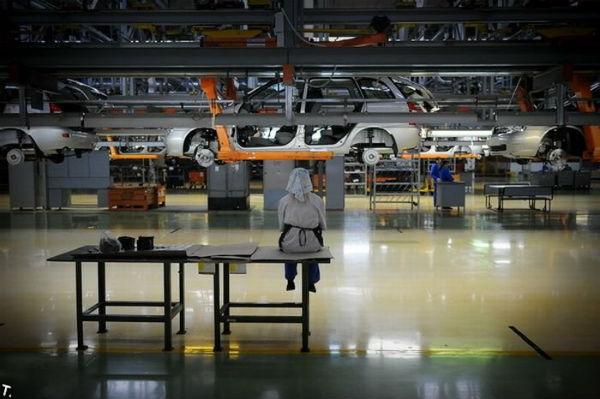 Автозаводы в России прекращают производство