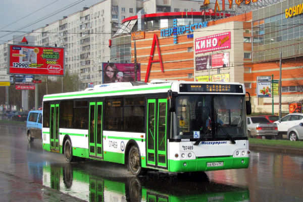 Отдохнуть от жары москвичи теперь могут и в автобусе