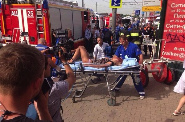 Более 100 экипажей скорой помощи приехало на место аварии в метро