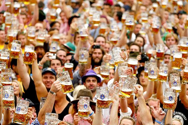 Германия опять отличилась! Немцы побили рекорд по потреблению пива