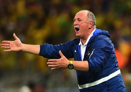 Главного тренера бразильцев Сколари отправили