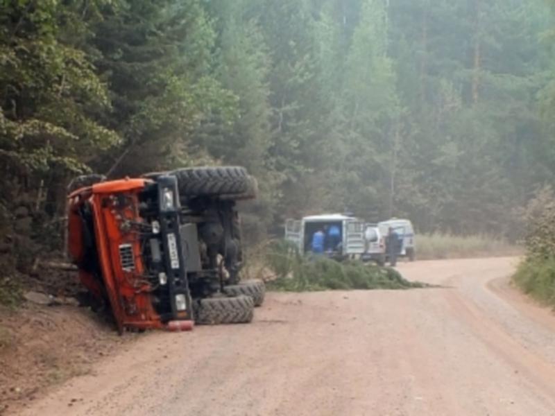 «КамАЗ» перевернулся в Киренском районе Иркутской области