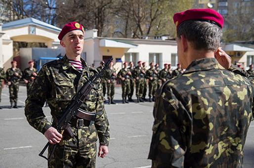С базы Нацгвардии на улицу выгоняют батальон добровольцев