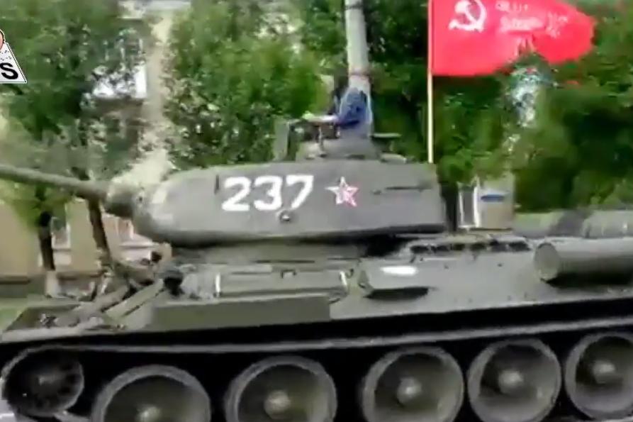 По Луганску на бешеной скорости промчался Т-34