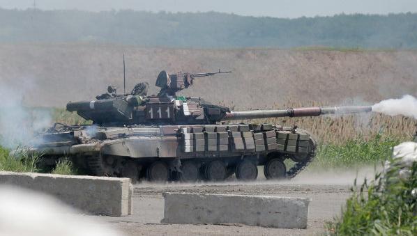 Под Мариуполем ведутся танковые бои