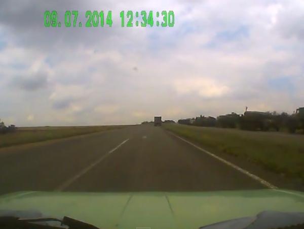 В Сети появилось видео, как огромная колонна танков карателей надвигается на Донецк