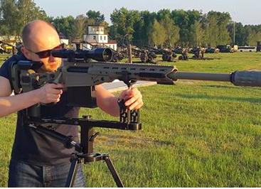 Блогеры назвали Яценюка «мартышкой с винтовкой»