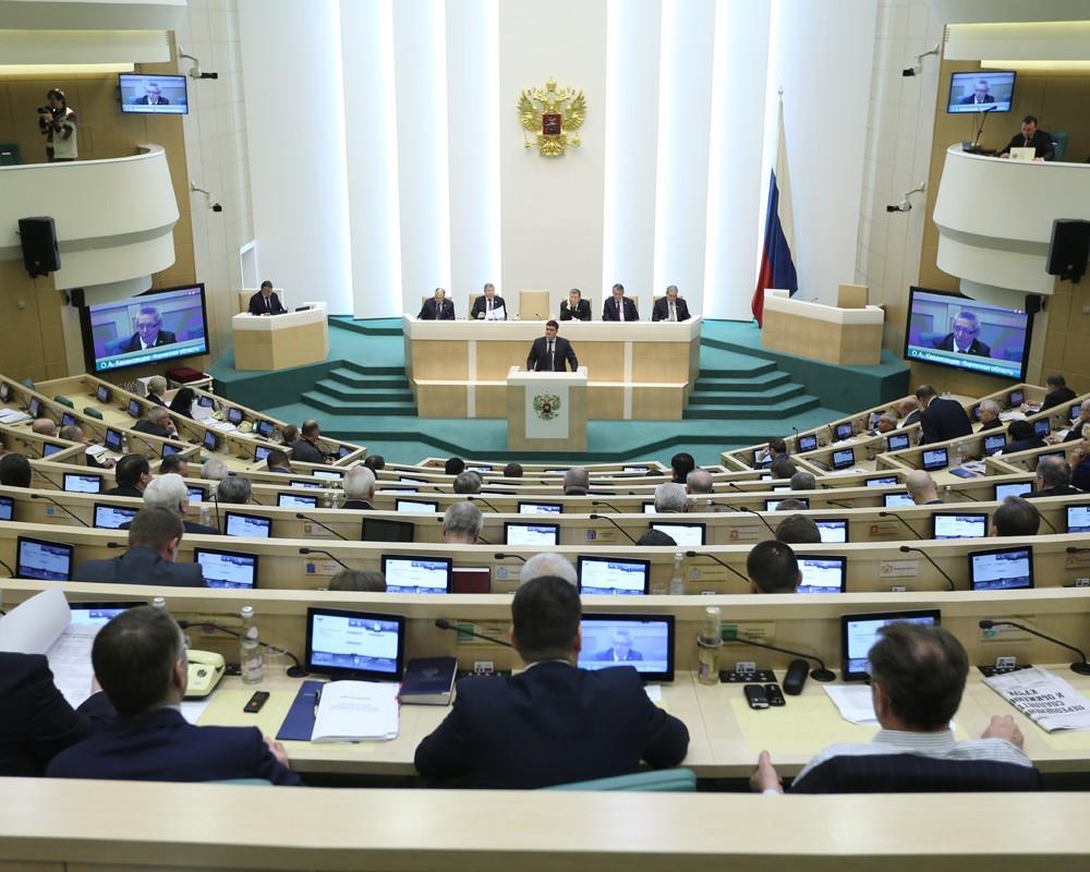 Россия справится с негативными последствиями санкций, уверены в Совфеде