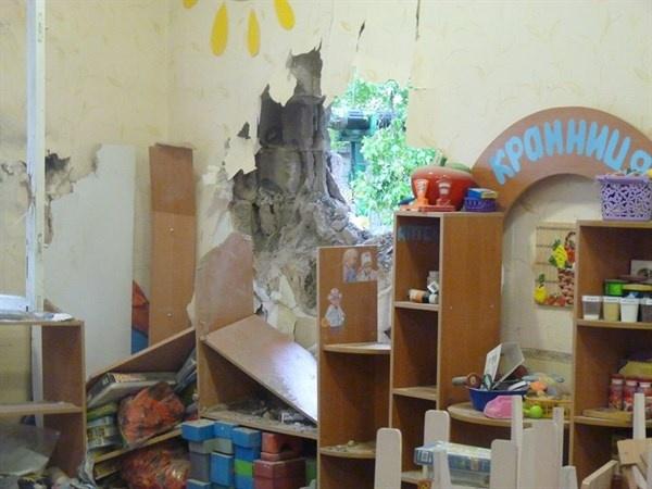 В Славянске украинская армия разбомбила детский дом «Тополек»
