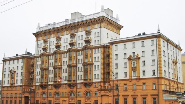 У здания посольства США в Москве произошел пожар