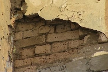 В Москве стена уничтожила внедорожник Chevrolet Blazer