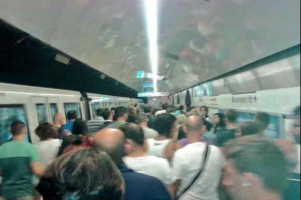 В Риме свая пробила вагон метро