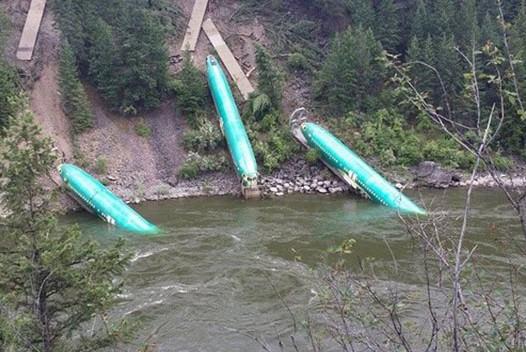 В США в реку упали фюзеляжи