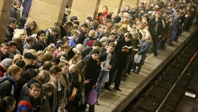 После трагедии на Арбатско-Покровской линии метро Филевская ветка не справляется с нагрузкой