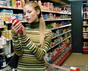 Внимательно читайте этикетки с составом добавок