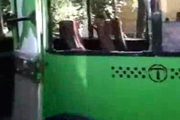В Луганской области неизвестными расстрелян автобус с беженцами