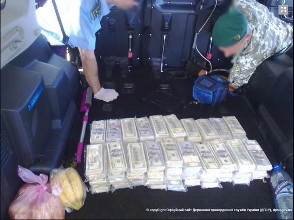 Харьковские пограничники задержали джип с тремя миллионами долларов