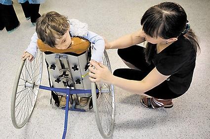 Родителям детей-инвалидов могут разрешить тратить материнский капитал на реабилитацию