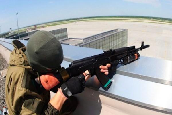 Десант Нацгвардии ведет интенсивную стрельбу в районе аэропорта Донецка