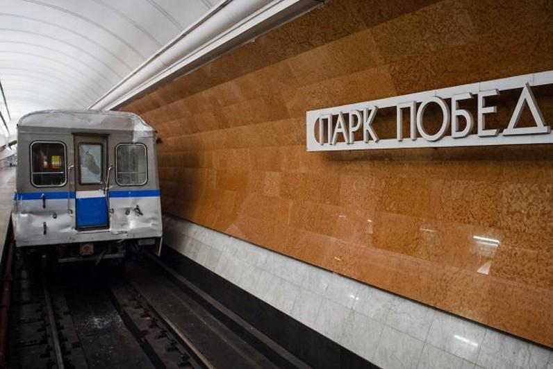 Движение на синей ветке метро в Москве возобновят к 15:00