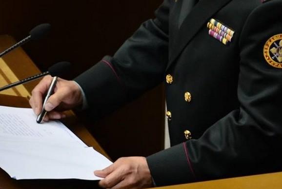 Новый министр обороны Украины подписал приказ закрытой ручкой
