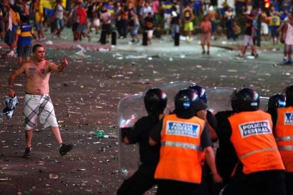 Массовые беспорядки в Аргентине из-за проигрыша на ЧМ по Футболу