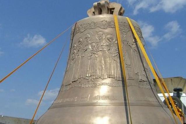 В Москву привезли колокол
