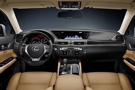 Lexus отзывает свои машины в России из-за проблем с тормозами