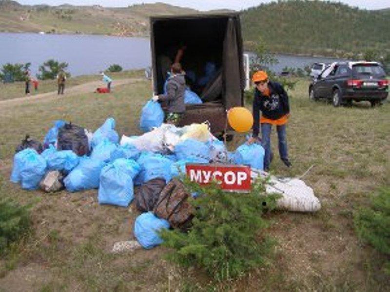 20 кубометров мусора собрали активисты на Байкале