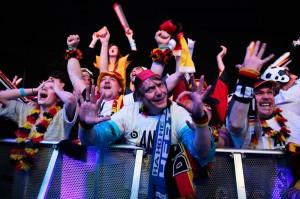 Радость немецких болельщиков от победы сборной Германии на ЧМ по футболу 2014